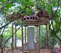一座淹没在兰尾山的神秘石碑亭