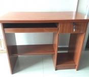 电脑桌80   办公桌100   床头储物架30元 小音箱10元