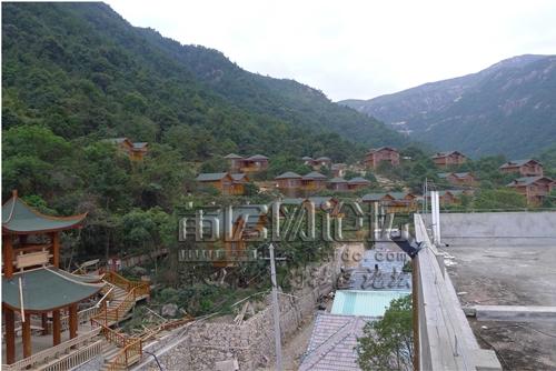 九龍谷成群木屋夏天避暑圣地,你去不去?