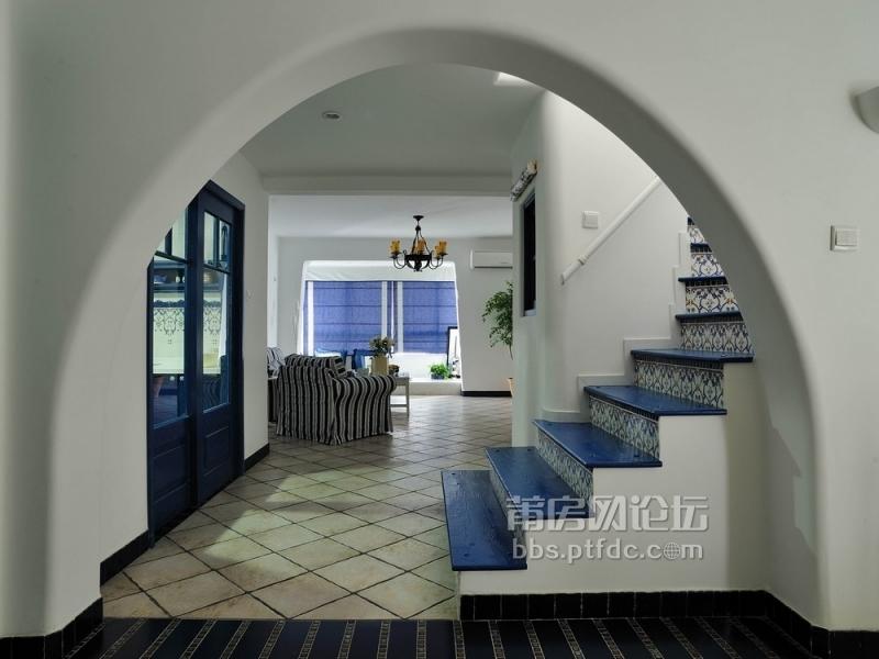 楼梯间与客厅过道地砖装修效果图.jpg