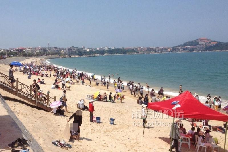 湄洲岛黄金沙滩,有人拉屎拉尿,素质啊!