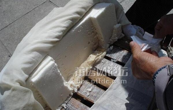 在福州和湄洲岛对岸买过这种软糕,网上说叫兴化软糕或者软宝糕,也有叫
