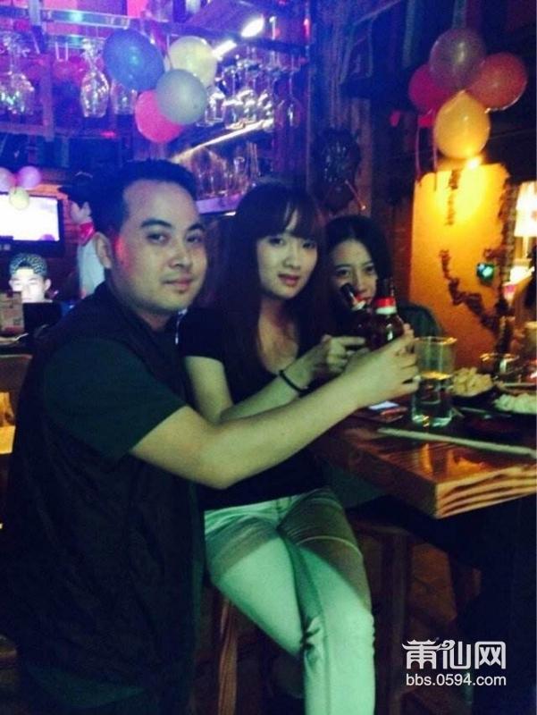 西部酒吧群聚会 我只能说美女真多。