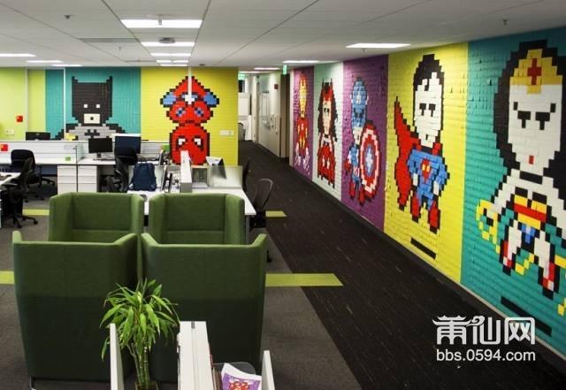 他们决定用便利贴来布置办公室.主题运用的正式超级英雄.