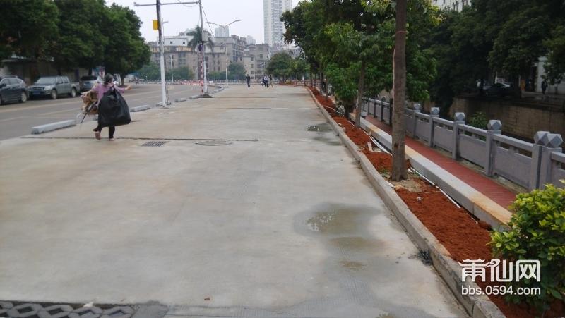 高端大气的古城路立体生态停车场横空出世