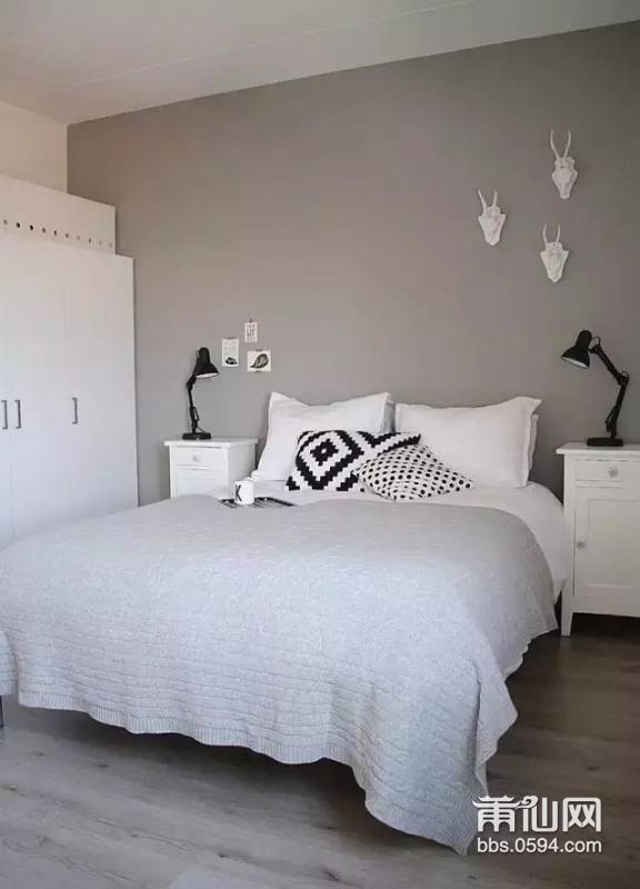 北欧风卧室怎么装修设计干净的床头就挂上一,两幅简约而美丽的装饰画图片