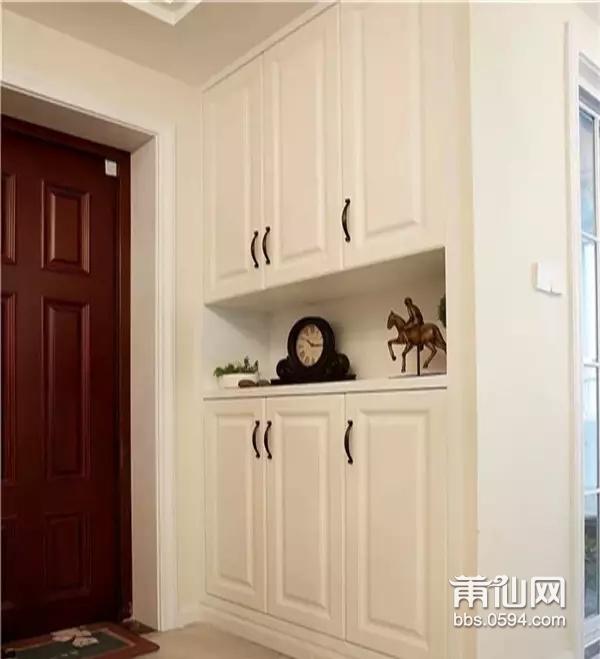 幼儿园走廊柜子