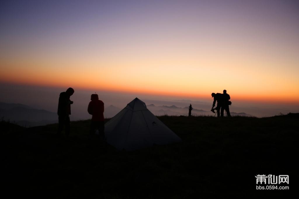 陆陆续续大家都出来看日出拍美景。