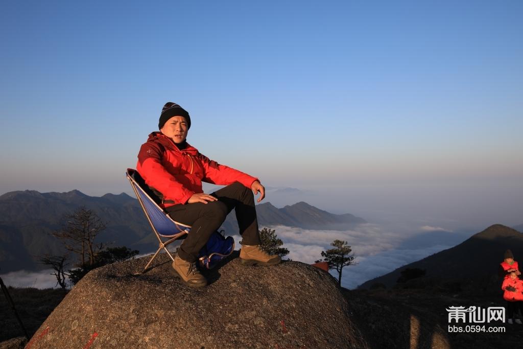 最后来一张坐在闽最高峰留念-莆田的''珠穆玛拉峰'登顶成功。