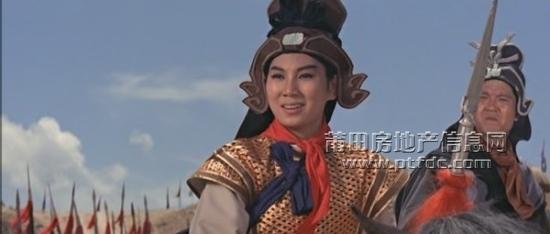 1995年台视杨丽菁版《排山倒海花木兰》,和一些台湾电视剧一样,从头到尾不断折腾,剧情逻辑有欠考虑。内地时爱红版则是粗制滥造的一个典例,无论人物化妆、服装通篇颜色过红,10来个人就代表几万大军(比20年前港剧还欠考虑),唯一能让人欣慰的就是时爱红的演出了。98年袁咏仪版乃是台湾最重要的电视生产商之一杨佩佩工作室的合拍片,汇聚袁咏仪、赵文卓、孙兴、焦恩俊、李立群、郑佩佩、关礼杰、张铁林、陈宝国等港台三地红星,其内容集喜剧、传奇、动作、爱情于一身,并创下当年收视纪录,成为传播最广的电视剧版《花木兰》。相反,同