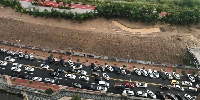 滨溪路就是个大停车场,走过才知道多糟糕!有人管么